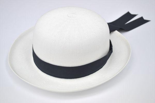 幼稚園、学校用帽子、赤白帽などのイメージ